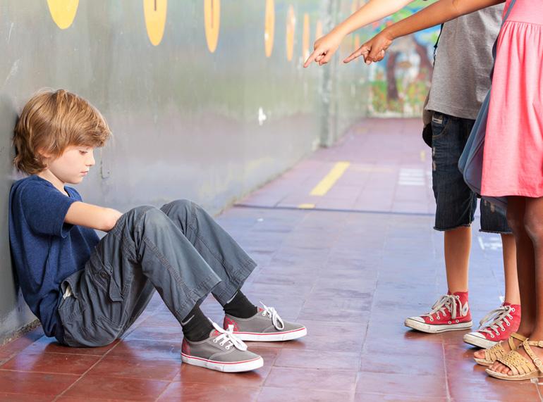 Imagen obtenida de: http://revistamipediatra.es/images/articulo/335-pistas-para-descubrir-si-nuestro-hijo-sufre-acoso-escolar.jpg